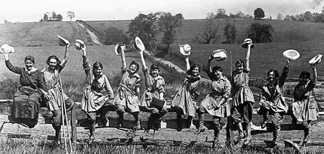 Farmerettes of the Woman's Land Army of America took over farm work ...