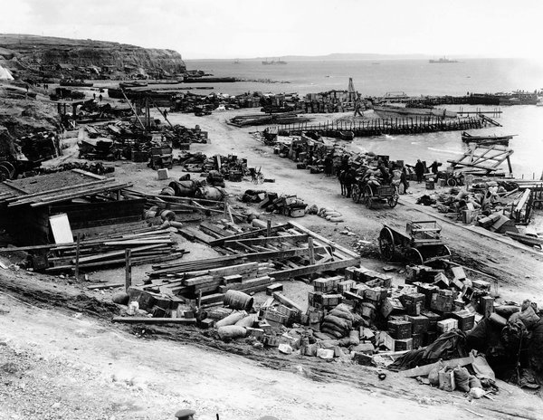 gallipoli essay Gallipoli essay - gallipoli is the tragic tale of two australian men, frank dunne and archie hamilton, who both enlisted to join the gallipoli campaign overseas the .