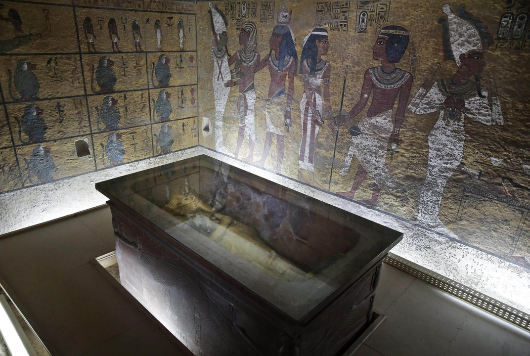king tutankhamen did not die of What lay within king tut's tomb  already found that convinced him that the tomb of king tut had not yet been  howard carter, the tomb of tutankhamen.